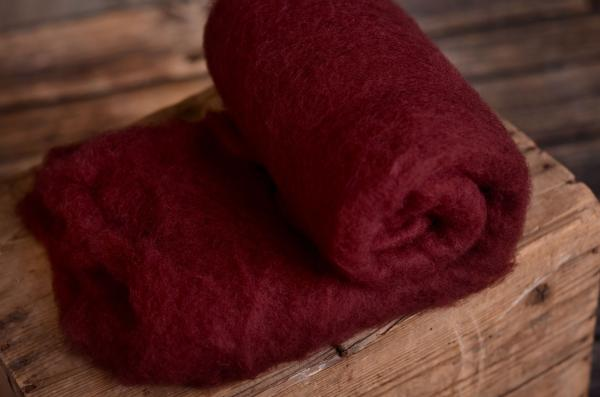Couverture en laine naturelle rouge bordeaux